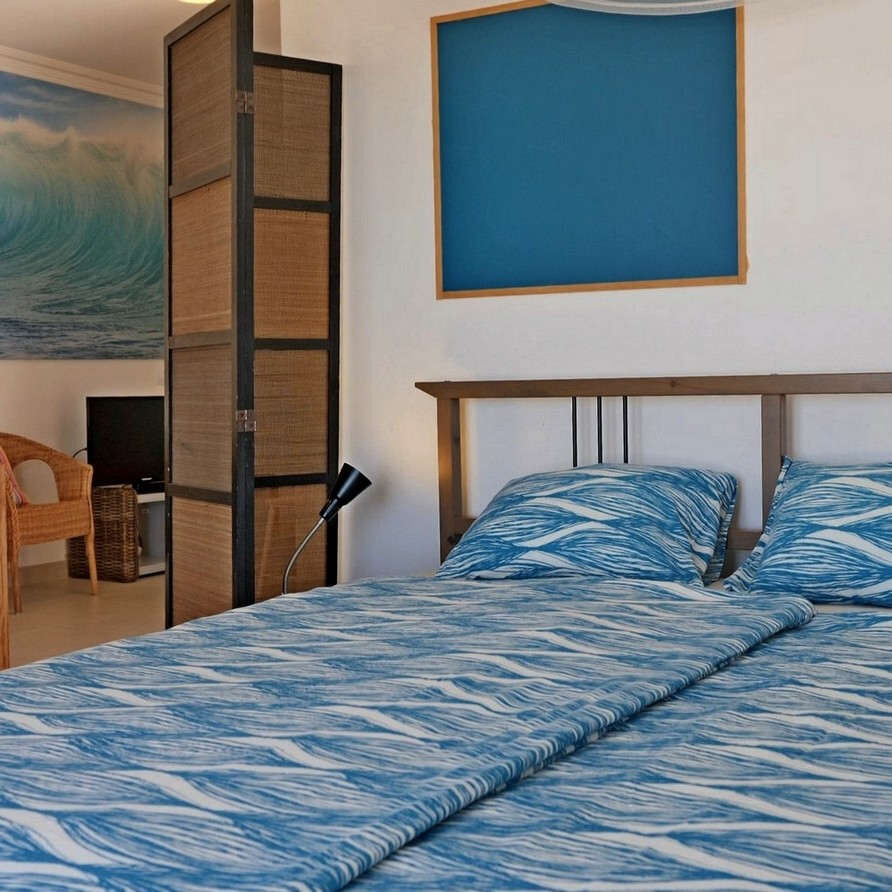 Beach holiday apartment Portuga SolMar_bedroom 2 with separatiom from living