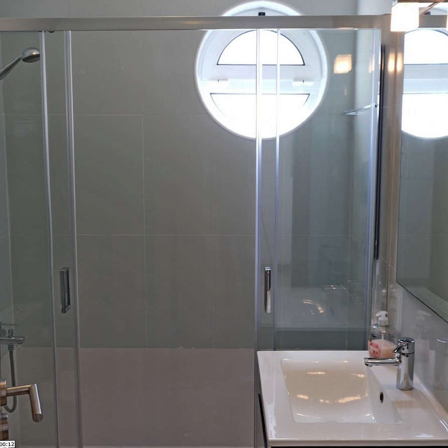 Beach holiday apartment Portugal SolMar bathroom with walk in shower