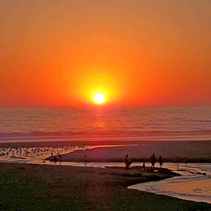 Blick auf den Sonnenuntergang von Ihrem Strandappartement in Portugal in der Nähe von nazare