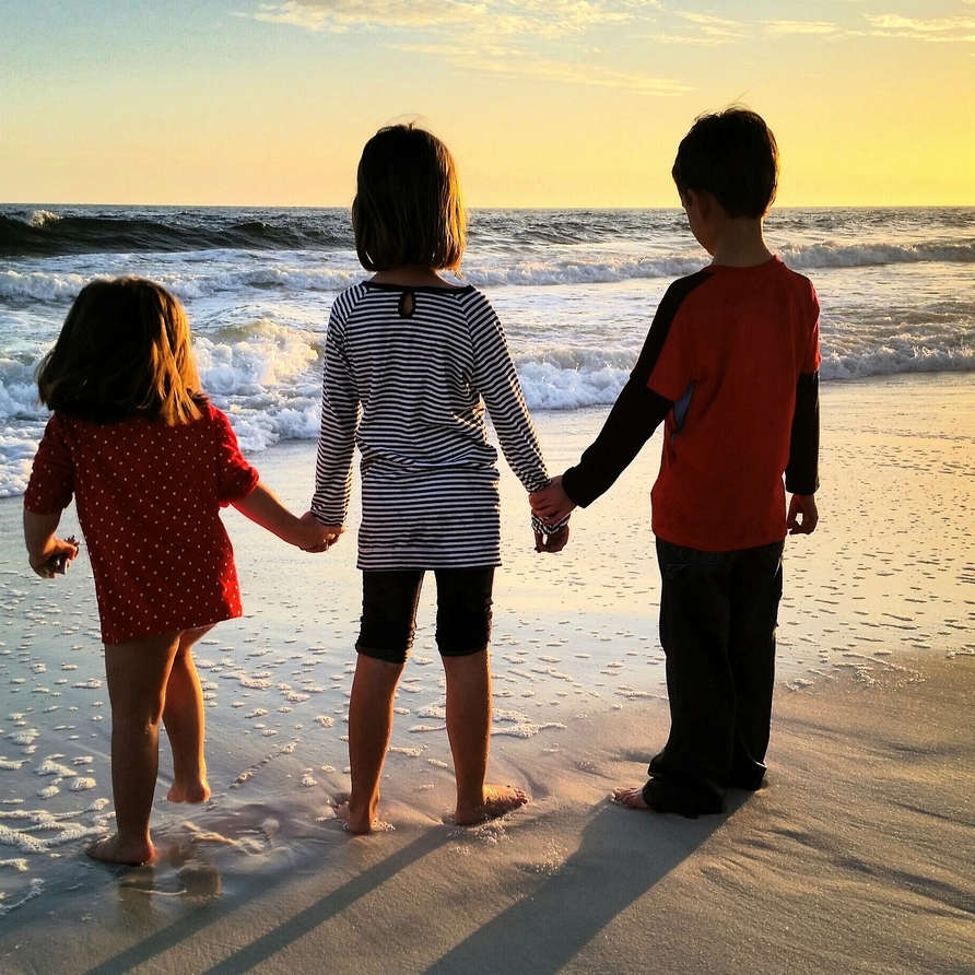 kids holiday Portugal at the Silver Coast beaches